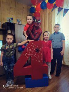 Человек паук на день рождении