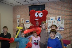 Медведь Валера на детском празднике