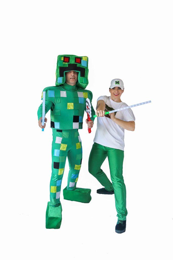 аниматоры в костюмах из игры Minecraft